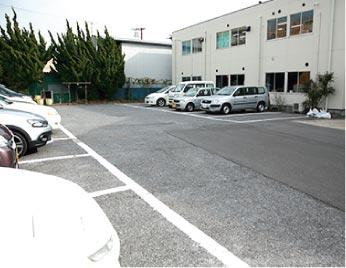 会社裏面駐車場